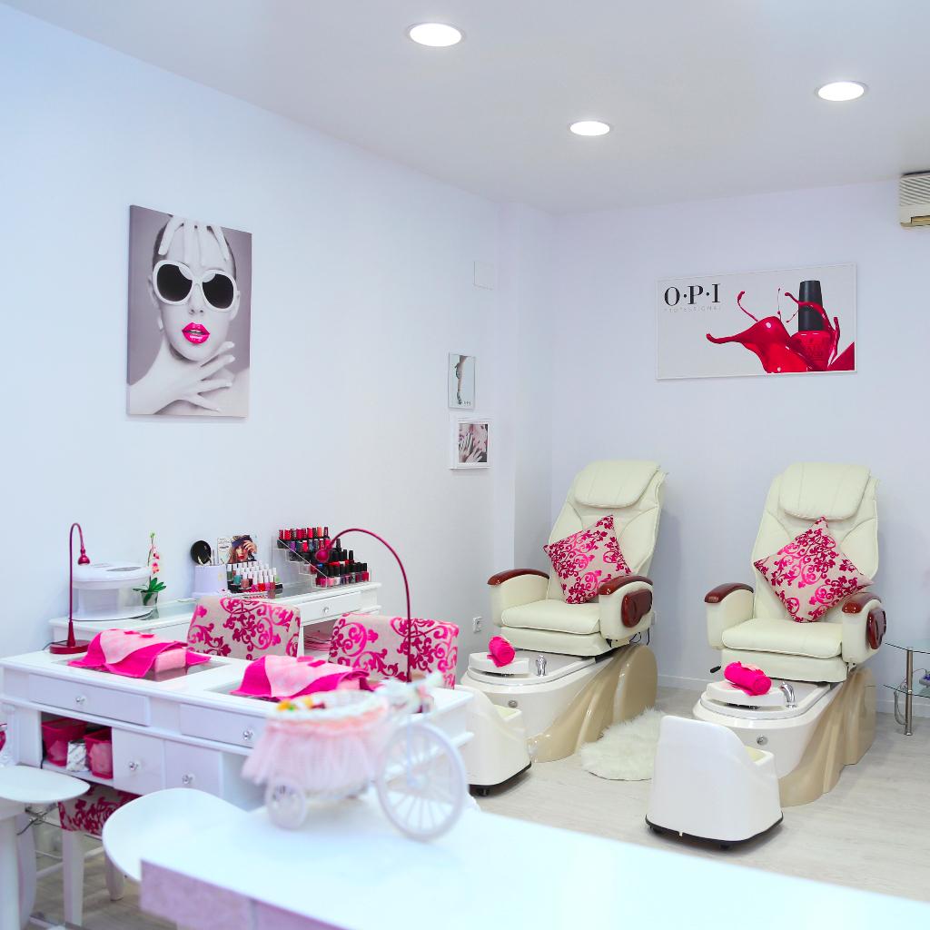 Entrada centro de estética, área del salón dedicada a realizar servicios de manicura y pedicura